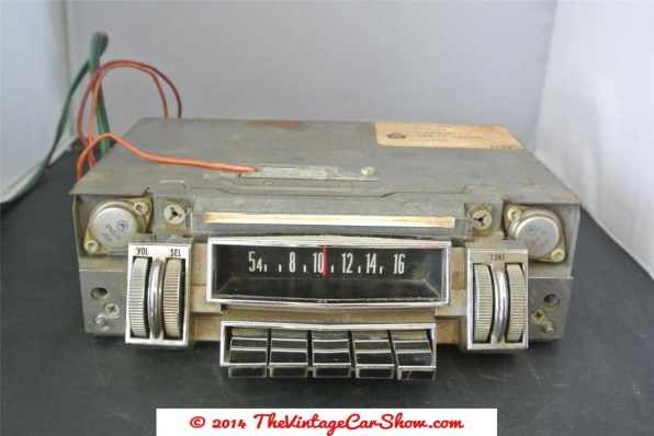 1960s-chrysler-thumbwheel-car-radio-model-376