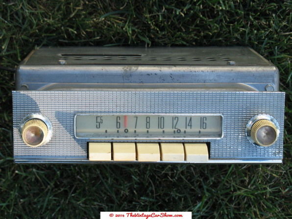 958-ford-tube-push-button-in-dash-car-am-radio-with-radio-plate-knobs