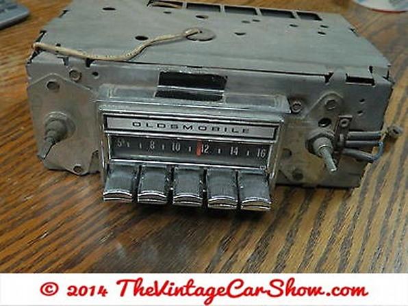 960s-oldsmobile-am-car-radio-delco