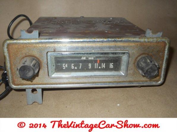 automatic-am-car-radio-with-knobs-looks-like-sears-brand