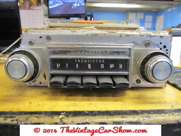 car-restoration-radios-28