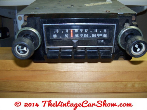 vintage-am-car-radios-11