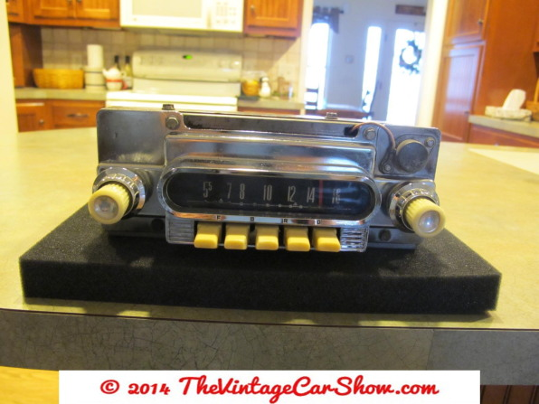 vintage-ford-radios-12