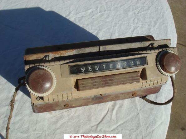 vintage-ford-radios-8